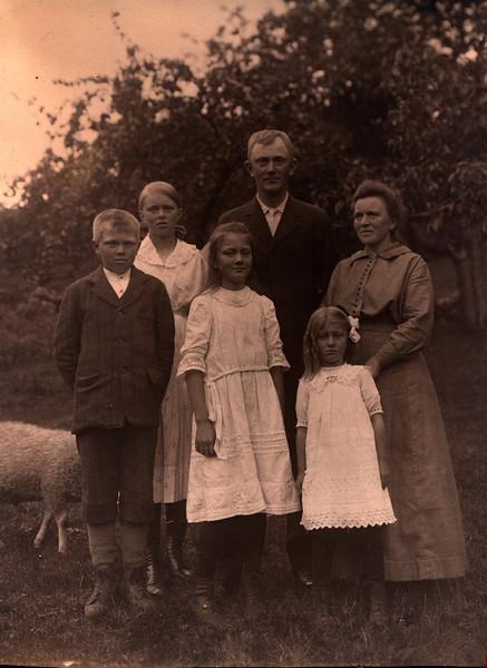 Jenssen Family 1915?033_2