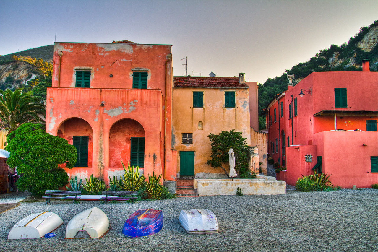 It's only been light out for 30 minutes, the sun just thinking of making its way over the horizon in the ancient fishing village turned resort town, Varigotti, Liguria, Italia. The house in the middle, with the fig tree has lovely story - ask me when we see each other and I'll be happy to share it.