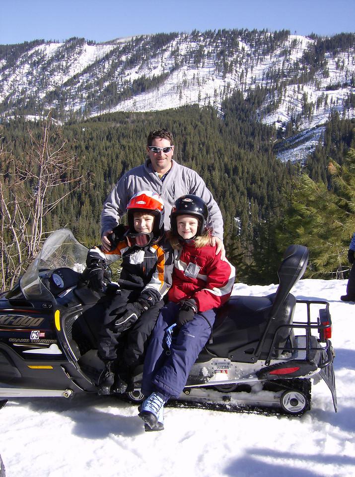 Snowmobiling Plain Washington 2007.