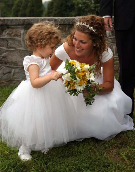 Hoge wedding Flower Girl