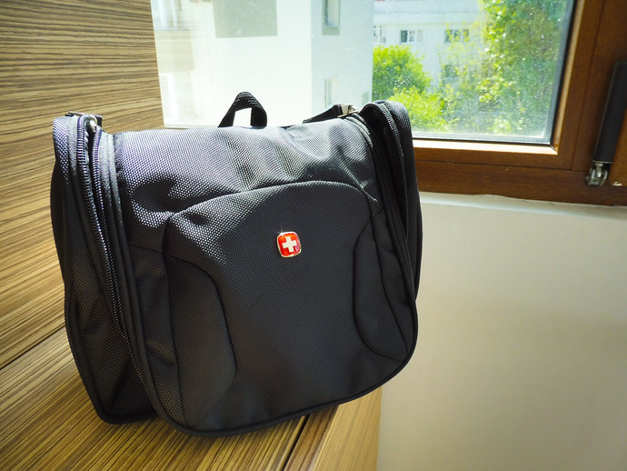 swissgear hanging toiletry kit