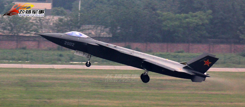 J-20_2002_firstflight_002