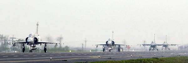 M-2000 Mirage (L and 2nd L) and F-16 fighter jets taxi into position on a highway used as an emergency landing strip during the Han Kuang military exercise in Madou, Tainan, southern Taiwan, April 12, 2011. Taiwan is in the midst of its annual five-day military drill which prepares itself for any possible attacks from China.    REUTERS/Nicky Loh (TAIWAN - Tags: MILITARY POLITICS)