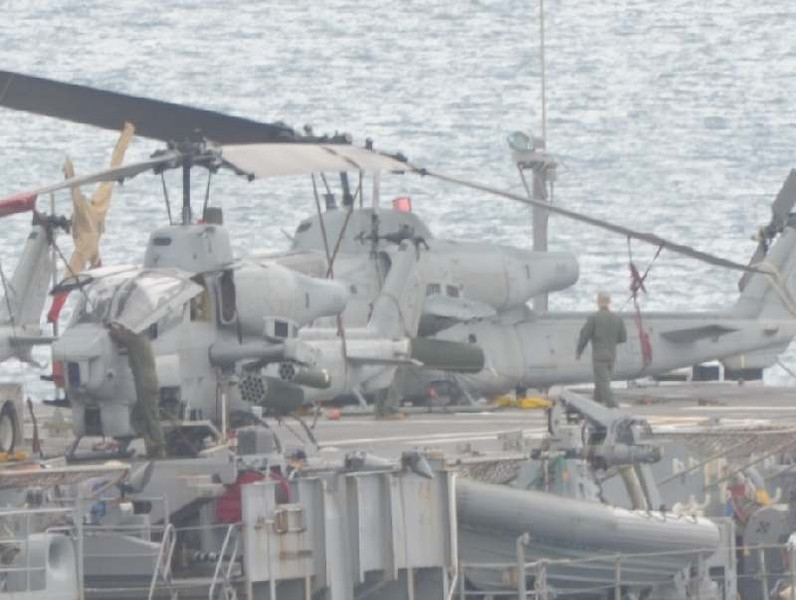usmc_ah1w_landing_accident_uss_denver