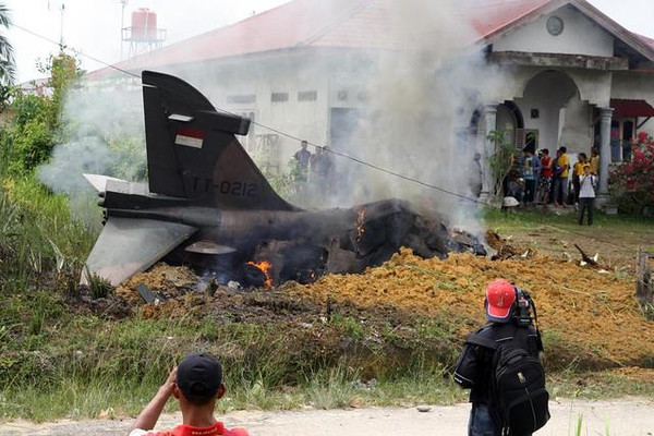 tni_hawk208_tt0212_crash_003