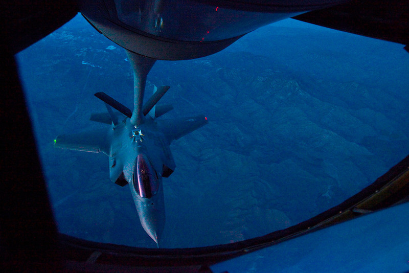 f-35a_night_refuel