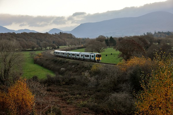 The 1450 Cork - Tralee passes Yellow Quarry outside Killarney with 2611 + 2612 + 2601 + 2602. Sun 18.11.18