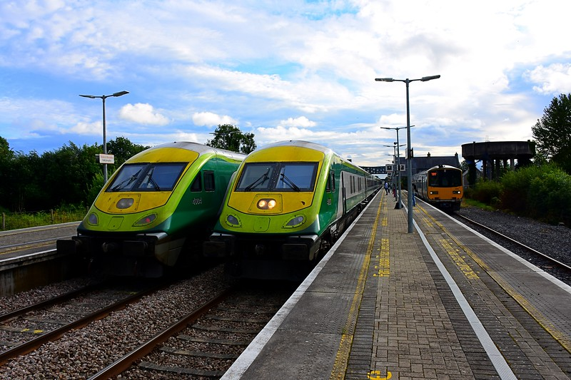 On Friday's the 1725 Cork - Heuston is worked by a MKIV set instead of a 5ICR set, thus offering this view at Ballybrophy of 4004 departing at the rear of the 1800 Heuston - Cork, while 4003 arrives with the 1725 Cork - Heuston with 218 at the rear. Fri 30.07.21