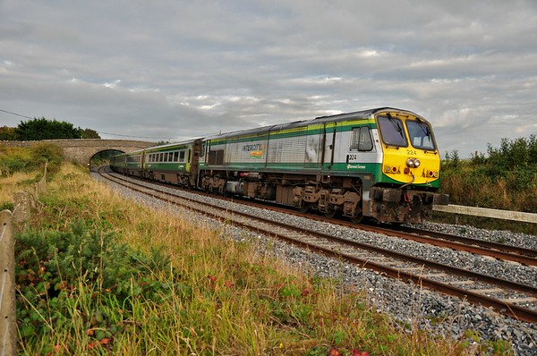 224 rounds the Curragh curves with the 20 minute late 1800 Heuston - Cork. The service was delayed between Hazelhatch and Sallins due to a signalling failure. Delays to later services from this fault eventually reached between 45 & 60 minutes. Mon 15.09.14