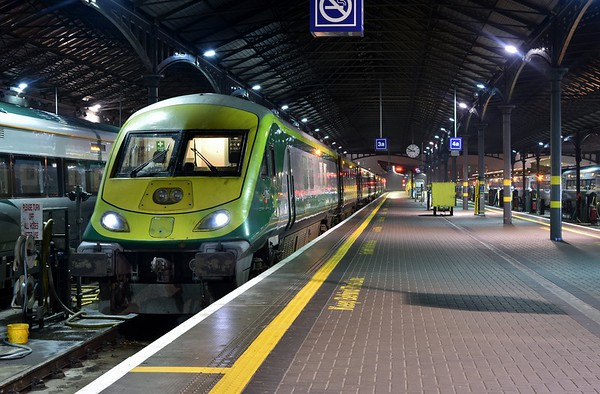 4005 is pictured stabled at Heuston for the night. It had earlier worked the 1625 from Cork. Wed 06.12.18