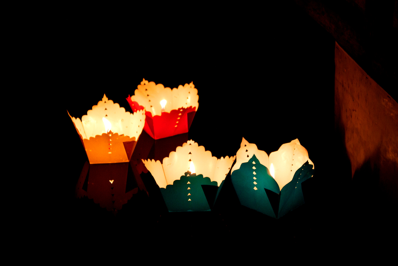 Vietnam - Floating Lanterns v1 (913) -r
