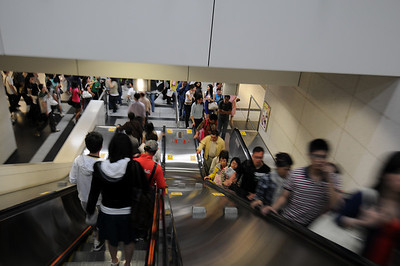 Down to the Platform.  The train has just arrived and this being the end of the Tung Chung line and a non-peak hour it means I have 8 minutes until the train departs.
