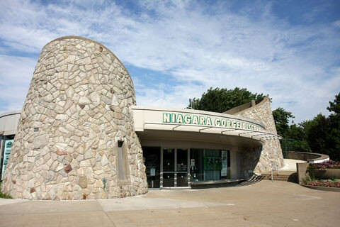 Lots of hands-on & interactive displays inside. Natural and local history, geology, fossils, even a theater!