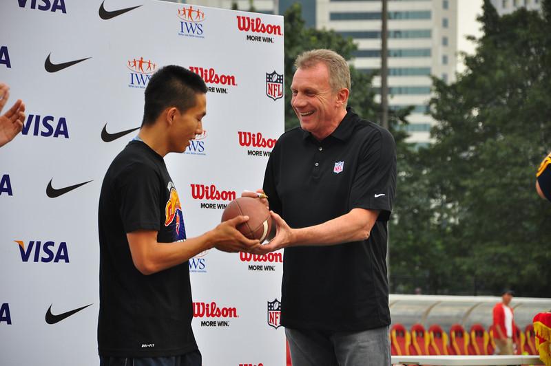 November 17 - Joe Montana presents the MVP award during the University Bowl V award ceremony (NFL China)