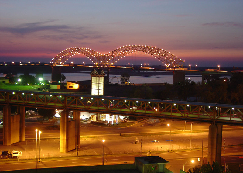 Memphis at the Mississippi bridge