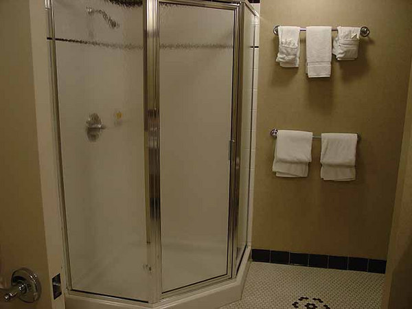 Left view - bathroom, Carnegie Hotel, Johnson City, TN