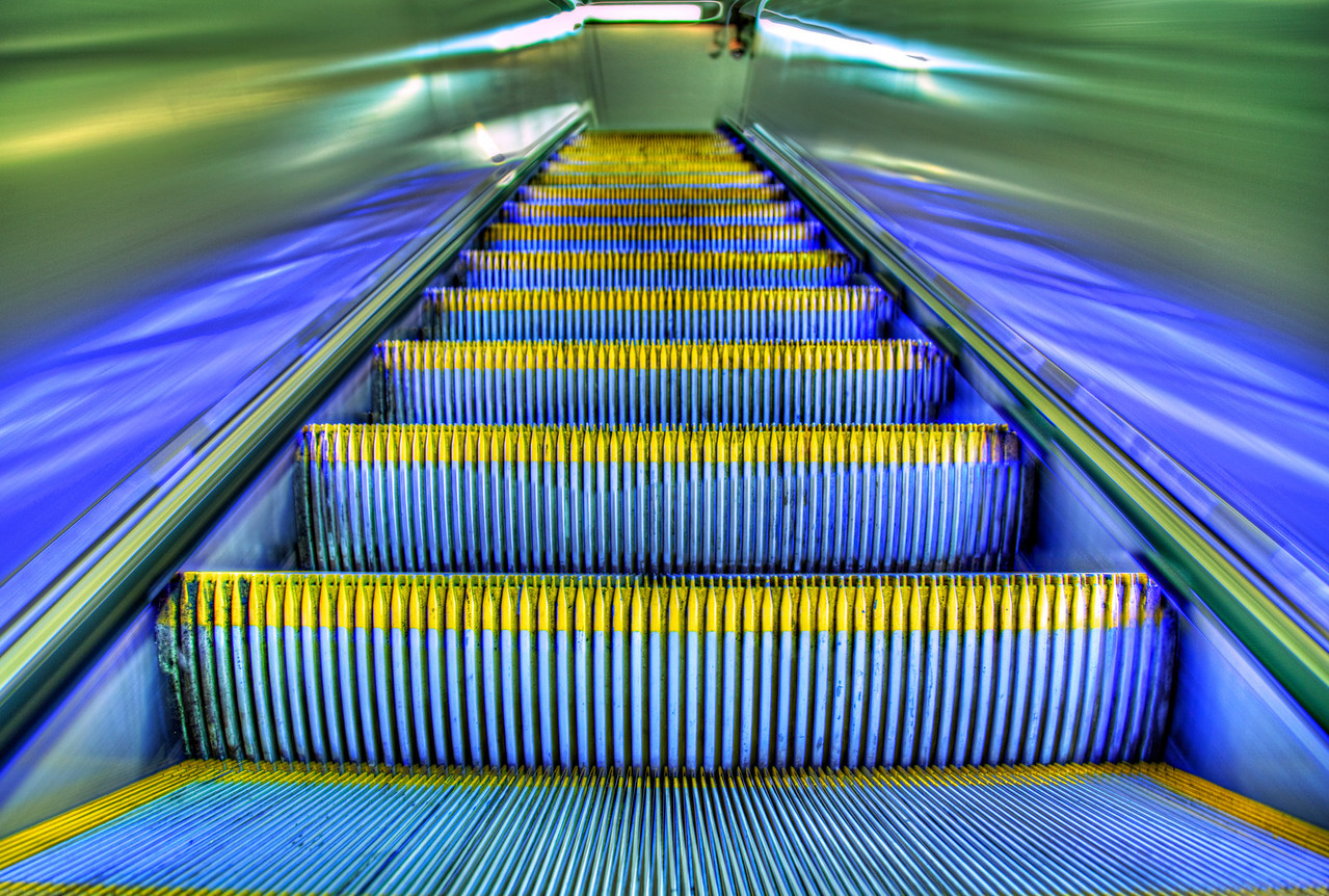 Up escalator teeth | neverphoto.com