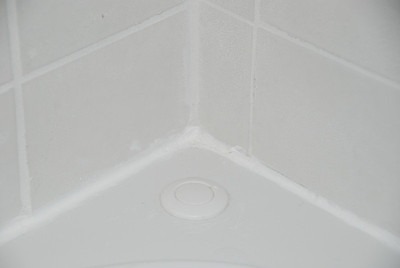Edge after. Look at that nice, thin line of caulk! This is what it's all about.