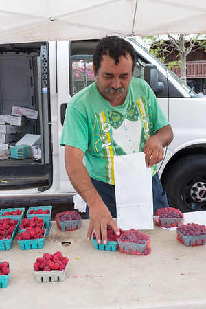 FarmersMarket-nb-071416-1