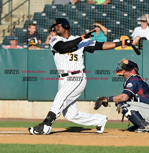new-britain-bees-lose-final-game-of-season-on-late-somerset-rally
