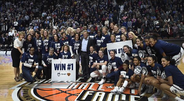 UConn women's basketball 12-20-17