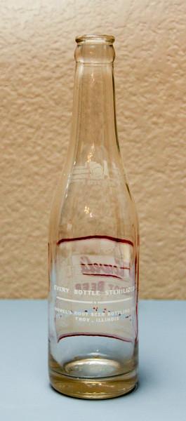 Howel's Root Beer Bottle (Rear) - Howel's Root Beer Bottling Company - Troy, ILL