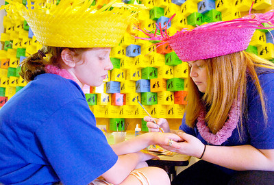 Alexis Scirocco, right, paints a giraffe onto Kaira Smith's hand at the Kickoff for Summer Party at the Children's Museum at Saratoga Monday afternoon. Photo Erica Miller 6/28/10 news_SummerParty2_Tues