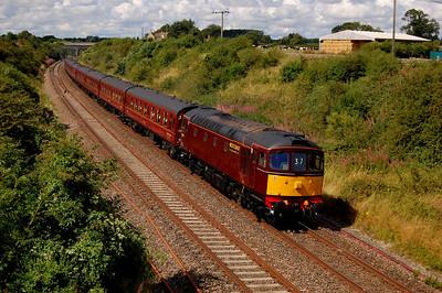 WCRC 33029 5z37 1035 kingsland road to southall ecs passing thingley court bridge 28 july