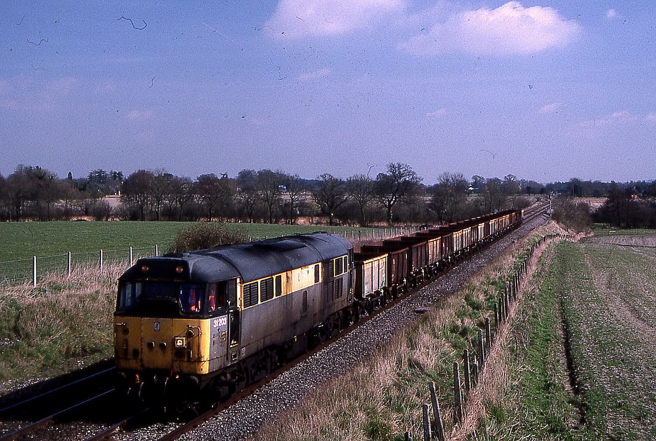 31203 on didcot to didcot training run pass woodborough 17 march 1999