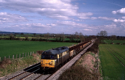 31203 passing baynton farm,edington on didcot to didcot vacuum brake trainer 16 march 1999