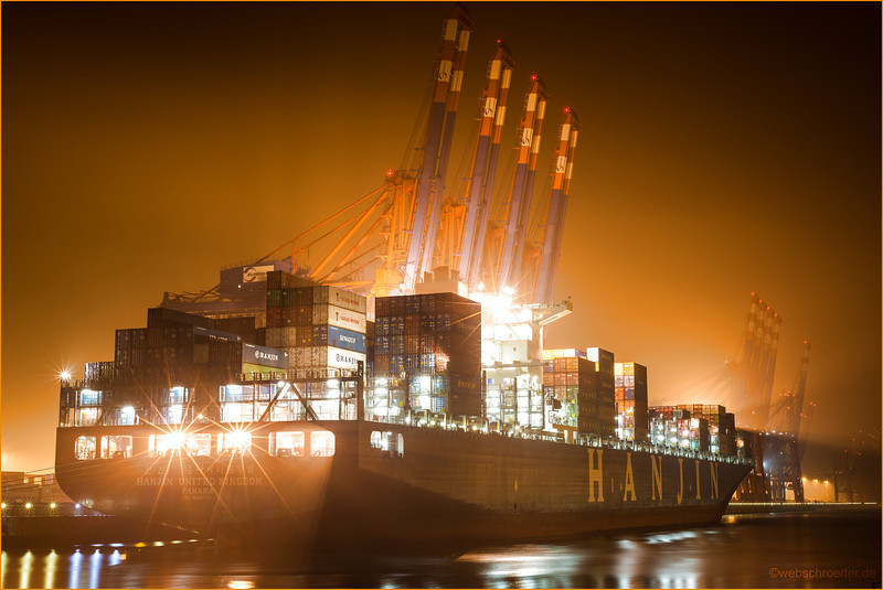 Hanjin United Kindom Length: 350 meters Width: 46 meters<br /> <br /> Power and tranquility. Steel cranes waiting in silence.