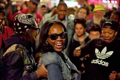 Dancers at NYC's Union Square ref: e4081b7e-1914-4125-bc37-8d49129da40d