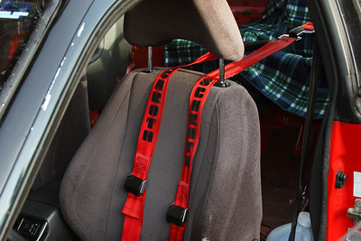 3 point harness.  I can get a sport seat if you want.  I have to talk to a friend of mine to see if it is still available.