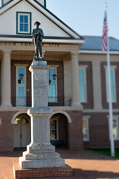 """Statue Honoring """"Our Confederate Heroes"""""""