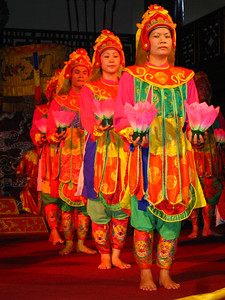 traditional dance show in hue