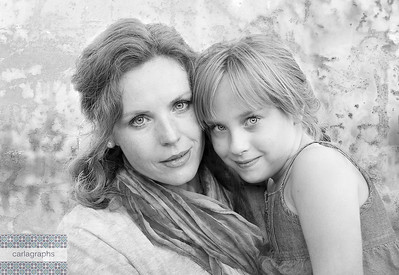 Mother and Daughter Urban Art bw-