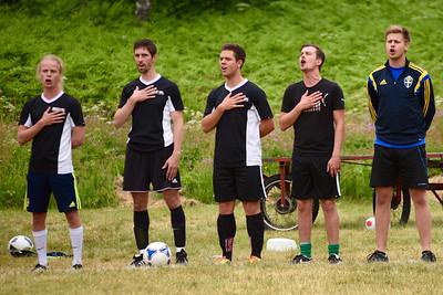 Nationalsången innan matchen - Medarbetarna