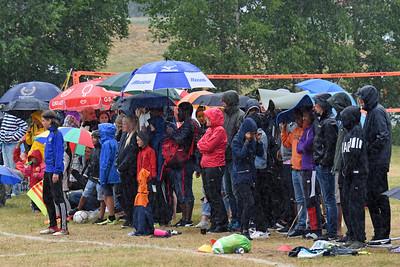 Trogen publik i regnet