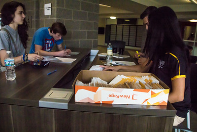 Oakland University Move-in Day 2014 - Photos by Dylan Dulberg/Special to The Oakland Press