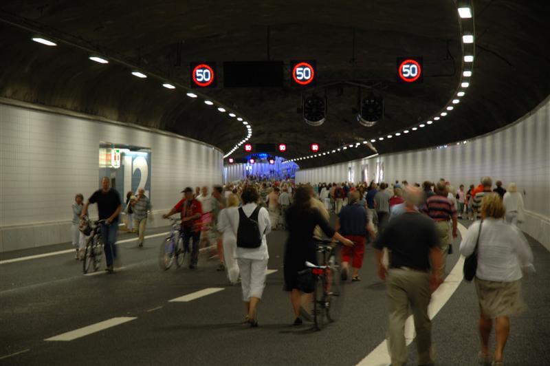 2006-06-16. Invigningspromenad i Götatunneln / Inaugeration walk in the Götatunnel. Göteborg. [SWE].