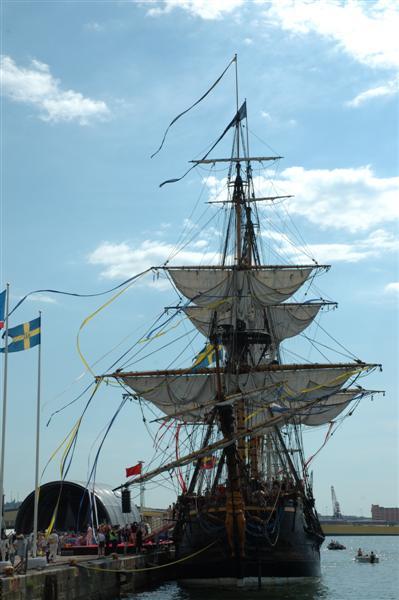 2007-06-09. Ostindiefararen Götheborg III:s ankomst till Göteborg / The arrival of the East-Indiaman Götheborg III to Göteborg.