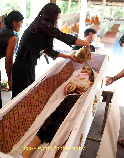 Lao Loum Former Daughter-In-Law Cleanses Corpse with Coconut Water