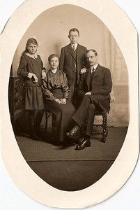 Dorothy May Furnell (later Francis), Emma Furnell (nee Baker), Bertie James Furnell and Gilbert Furnell (circa 1918).