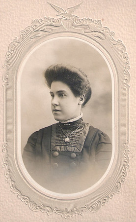Alice Horner, date unknown but probably around 1914 when she would have been aged 20 years.