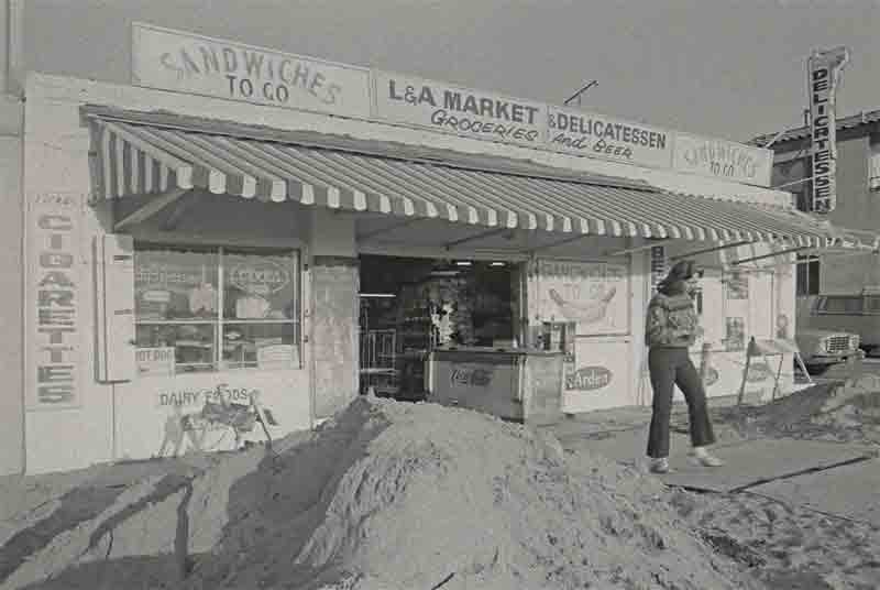 L & A MARKET & DELI-1985 - A new boardwalk was being built, hence the pile of earth.
