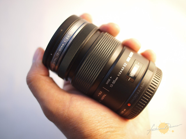 The lens on hand