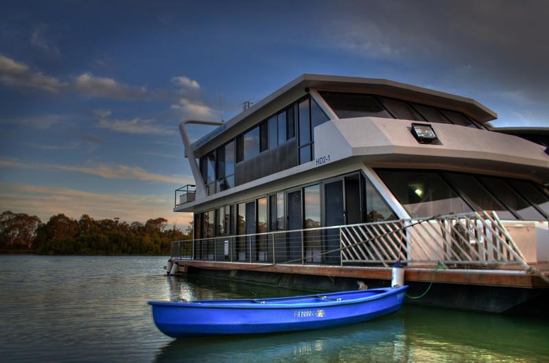 House boat UNF Canoe