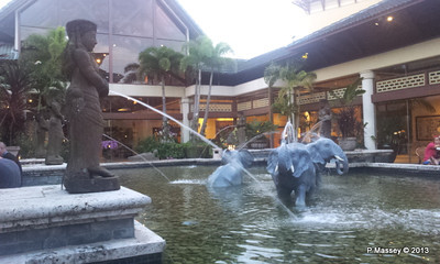 Royal Pacific Resort central pond phone 21-09-2013 19-17-45