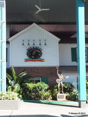 Bob Marley Universal CityWalk 26-09-2013 21-30-14