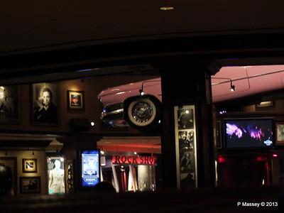 Inside Hard Rock Cafe Orlando 27-09-2013 00-00-18